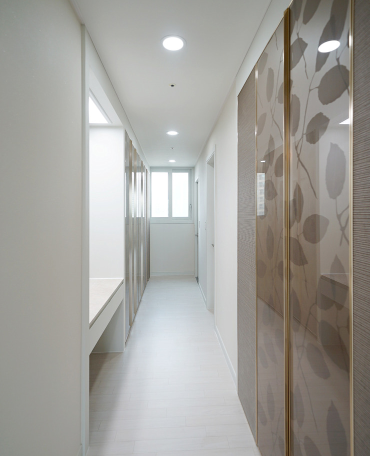 주방을 포인트로 만든 청라린스트라우스 에클레틱 드레싱 룸 by 디자인 아버 에클레틱 (Eclectic)
