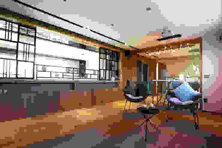 2F 가족룸&개인 공간 모던스타일 서재 / 사무실 by 더존하우징 모던