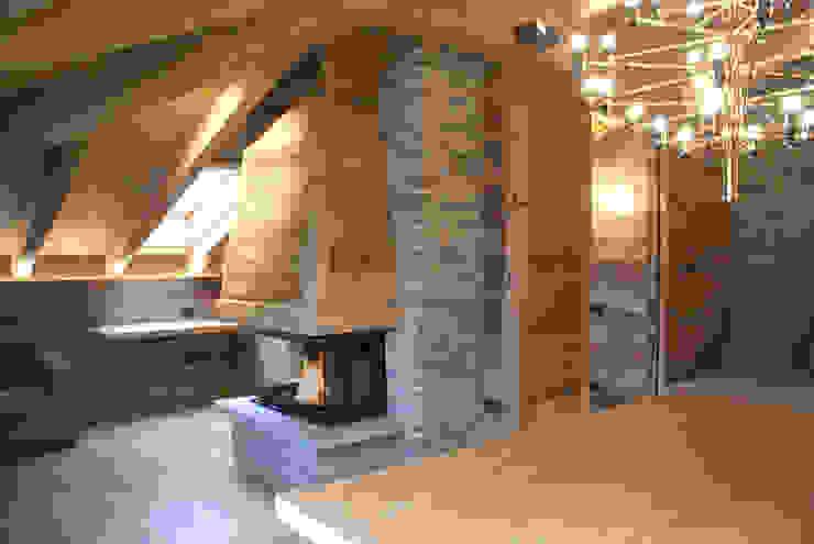 Modern Living Room by GRITTI ROLLO   Stefano Gritti e Sofia Rollo Modern Solid Wood Multicolored