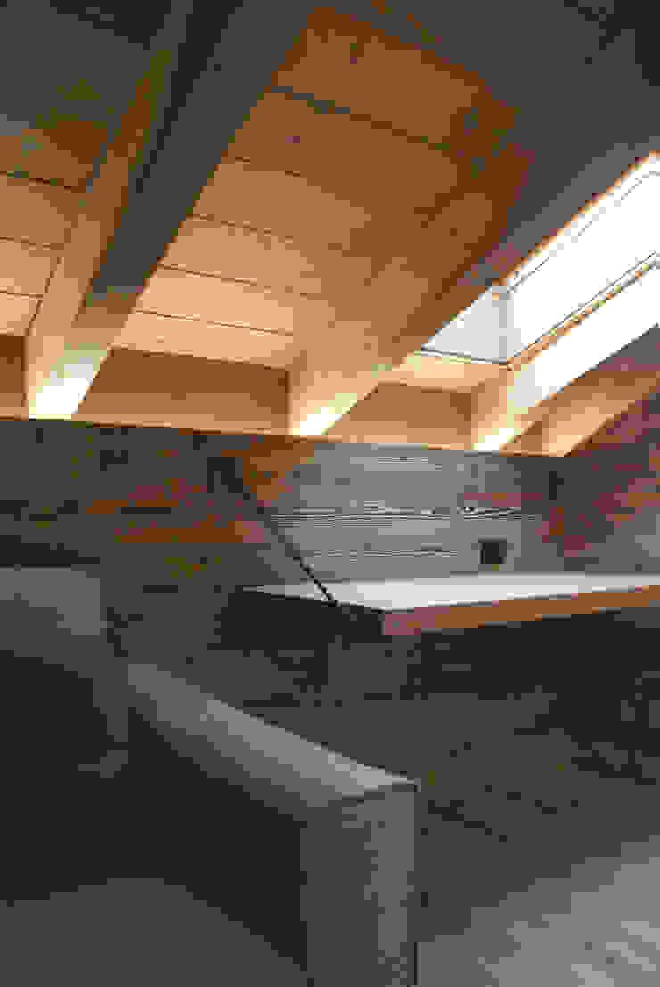 Modern Study Room and Home Office by GRITTI ROLLO   Stefano Gritti e Sofia Rollo Modern Solid Wood Multicolored