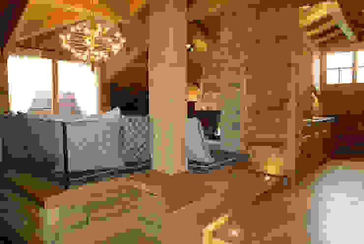 Modern Corridor, Hallway and Staircase by GRITTI ROLLO   Stefano Gritti e Sofia Rollo Modern Solid Wood Multicolored