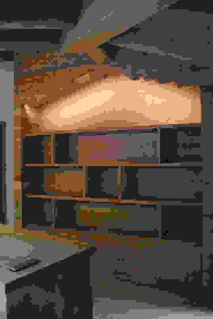Modern Walls and Floors by GRITTI ROLLO   Stefano Gritti e Sofia Rollo Modern Solid Wood Multicolored