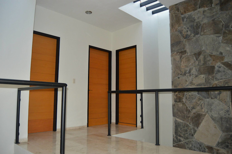 Puertas modernas de Zona Arquitectura Más Ingeniería Moderno