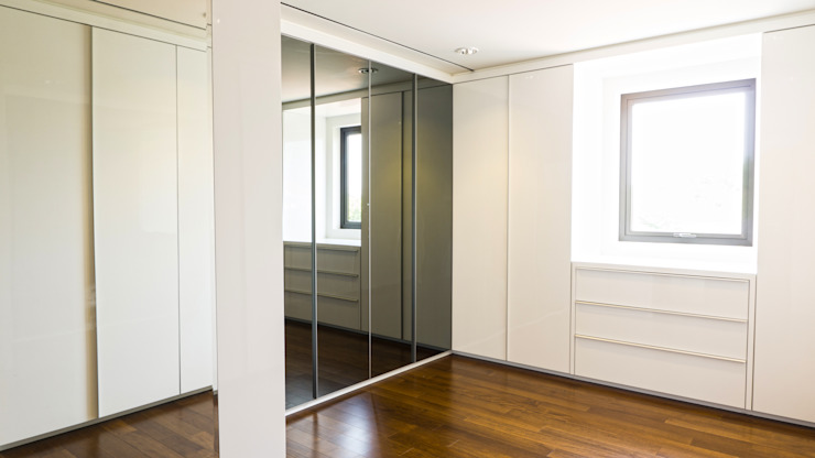 Child's Walk in Closet :modern  oleh ARF interior, Modern