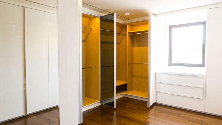 Child's Walk in Closet 3 (open 2):modern  oleh ARF interior, Modern