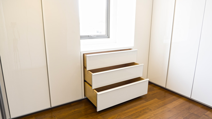 Drawers under the window :modern  oleh ARF interior, Modern