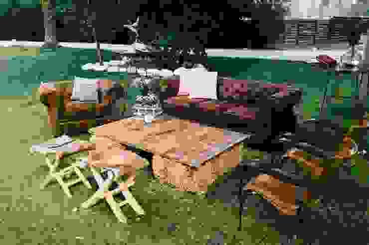 Jardines. Muebles Marieta Salones rústicos de estilo rústico Derivados de madera Marrón