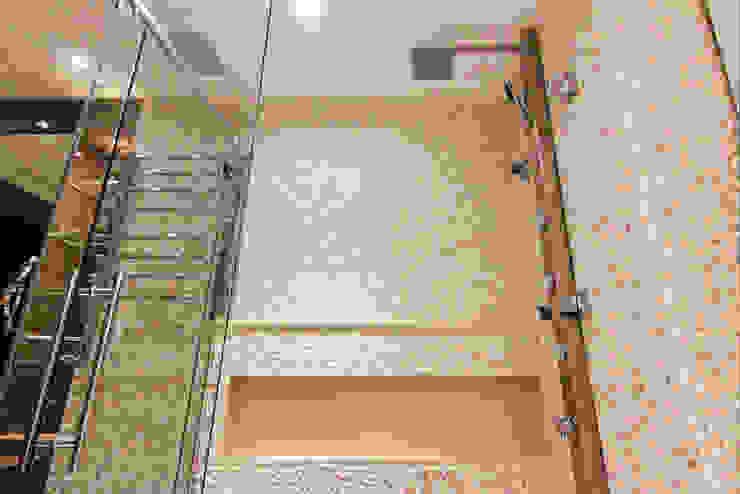 Inside Contemporâneo e Rústico Brooklin INSIDE ARQUITETURA E DESIGN Banheiros modernos Pedra Calcária Branco