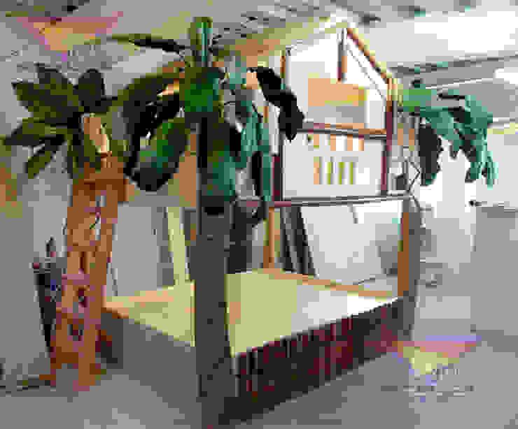 Litera de la jungla:  de estilo tropical por Kids Wolrd- Recamaras Literas y Muebles para niños, Tropical Derivados de madera Transparente