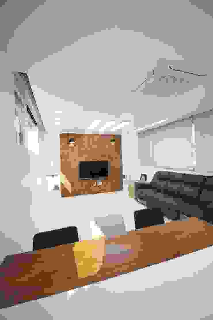 GN건축사사무소 Salones de estilo moderno Azulejos Blanco