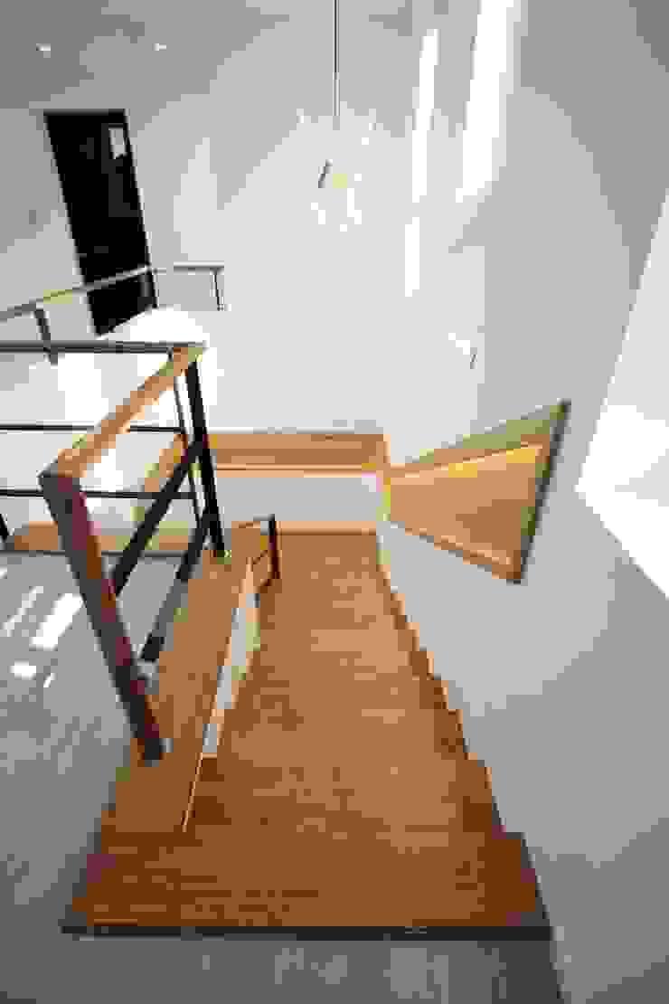 GN건축사사무소 Escaleras Madera Acabado en madera