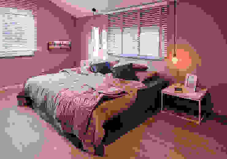 Modern Bedroom by FingerHaus GmbH - Bauunternehmen in Frankenberg (Eder) Modern