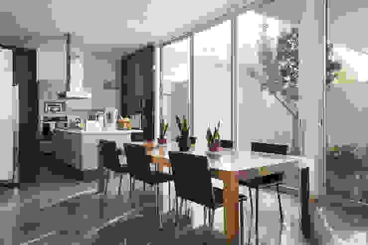 TaAG Arquitectura Ruang Makan Gaya Skandinavia Kayu Buatan Wood effect