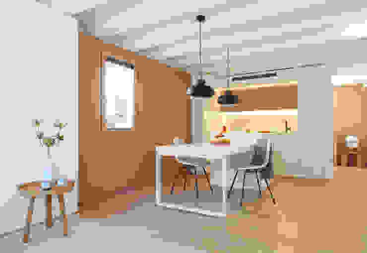 Mini apartamento en Gran de Gracia YLAB Arquitectos Comedores de estilo escandinavo