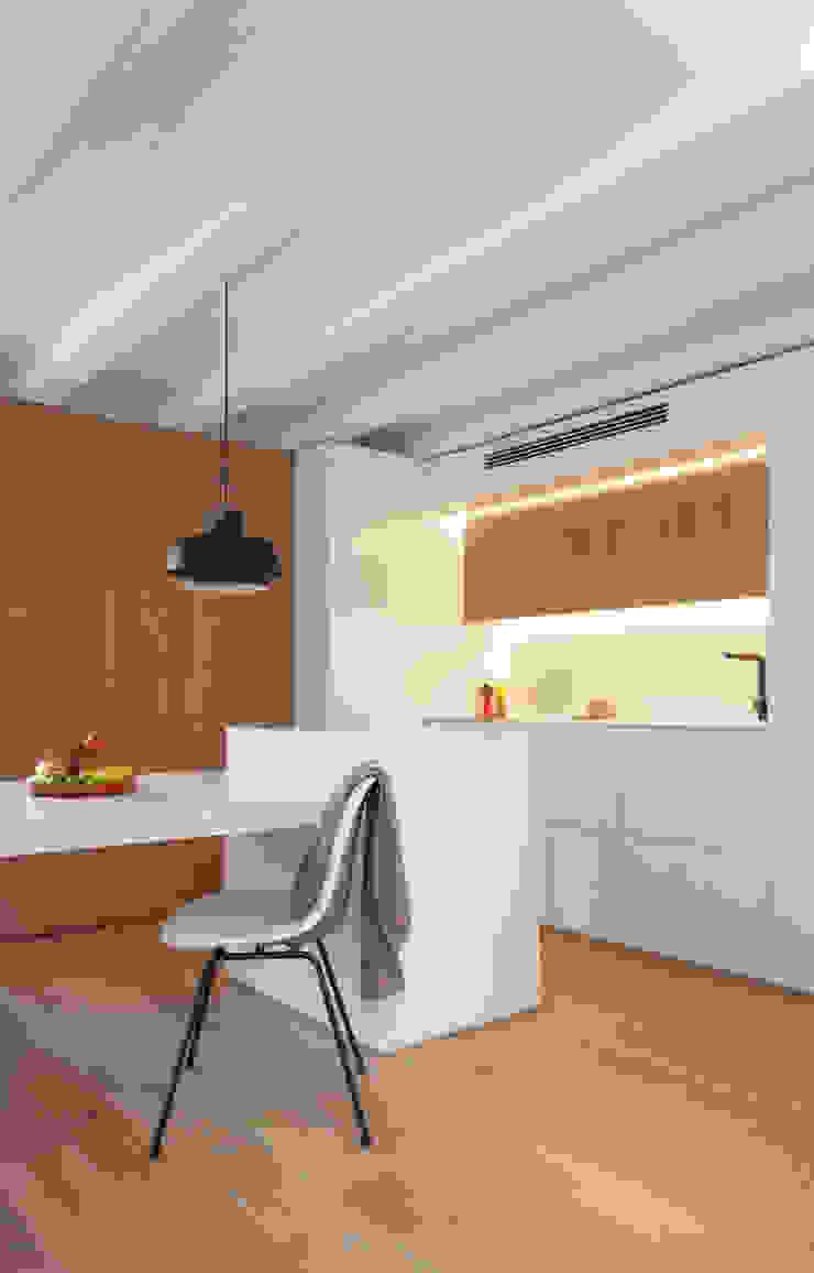 Mini apartamento en Gran de Gracia YLAB Arquitectos Cocinas de estilo escandinavo