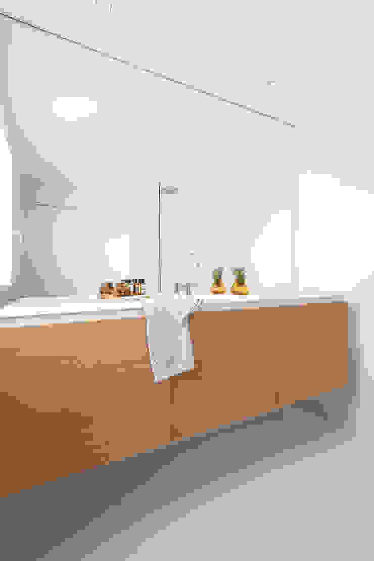 Mini apartamento en Gran de Gracia YLAB Arquitectos Baños de estilo escandinavo