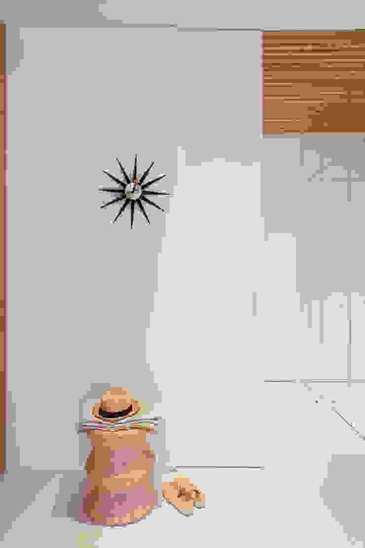 YLAB Arquitectos Scandinavian style corridor, hallway& stairs