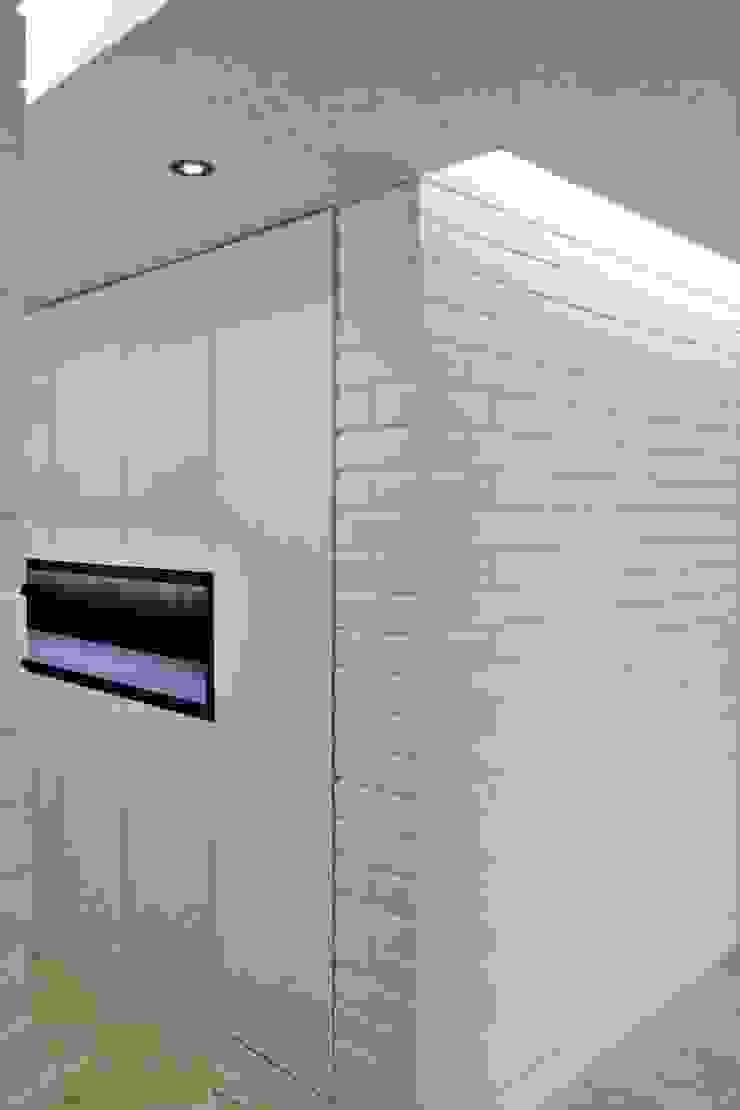 Apartamento en Chulavista Closets de estilo minimalista de RRA Arquitectura Minimalista Ladrillos
