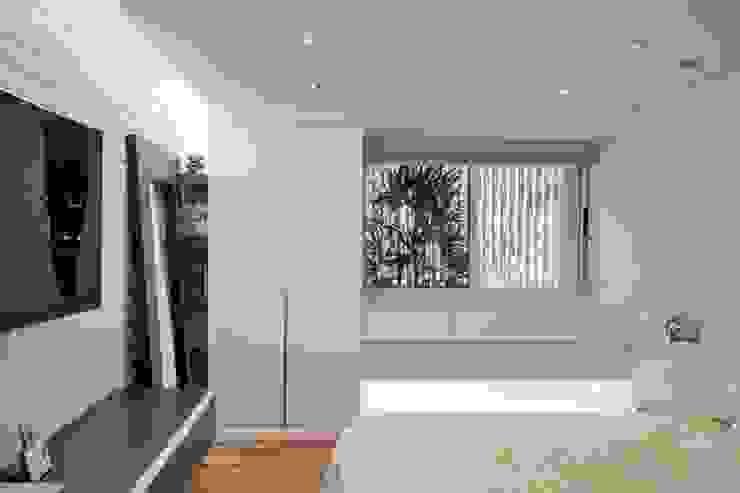 Apartamento en Chulavista Cuartos de estilo minimalista de RRA Arquitectura Minimalista Madera Acabado en madera