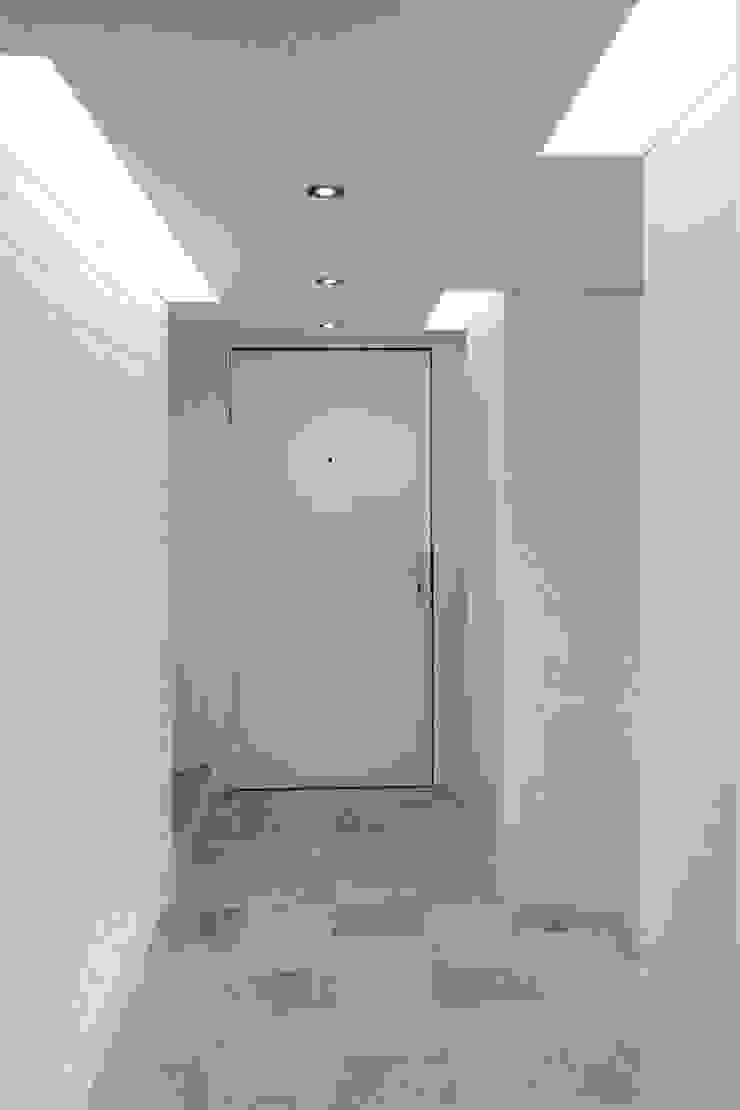 Apartamento en Chulavista Pasillos, vestíbulos y escaleras de estilo minimalista de RRA Arquitectura Minimalista Ladrillos