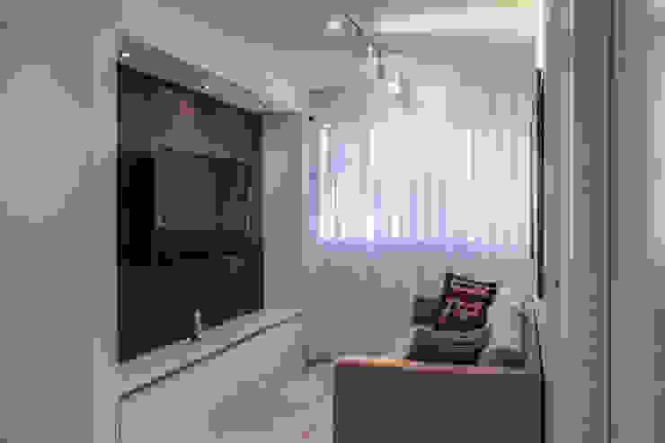 Apartamento en Chulavista Salas de entretenimiento de estilo minimalista de RRA Arquitectura Minimalista Madera Acabado en madera