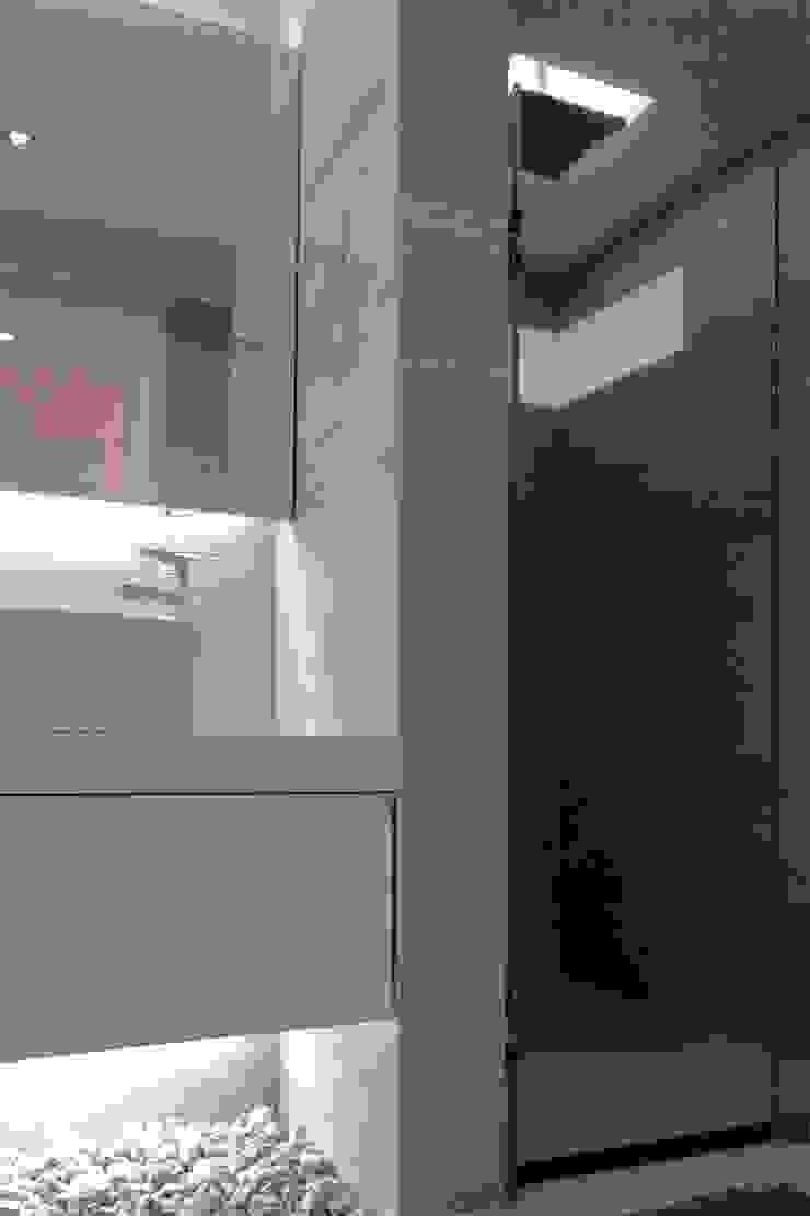 Apartamento en Chulavista Baños de estilo minimalista de RRA Arquitectura Minimalista Cerámico
