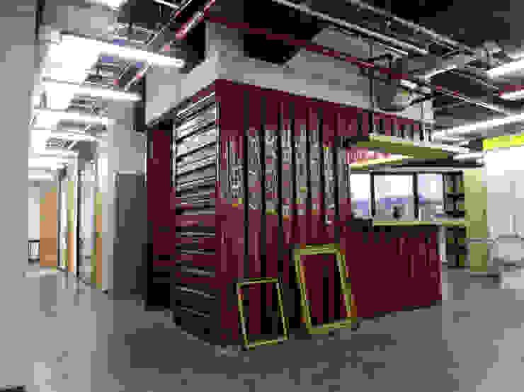 Oficinas Impact Hub Caracas Oficinas de estilo industrial de RRA Arquitectura Industrial Metal