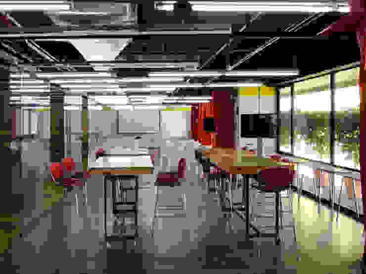 Oficinas Impact Hub Caracas Oficinas de estilo industrial de RRA Arquitectura Industrial Concreto