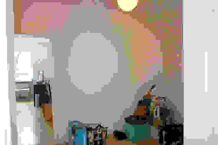 Möbliertes Appartement - Eingangsbereich VORHER Minimalistischer Flur, Diele & Treppenhaus von Tschangizian Home Staging & Redesign Minimalistisch