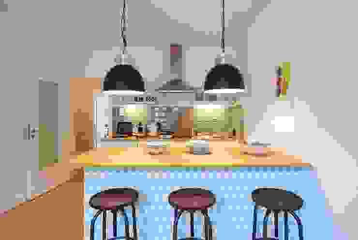 Möbliertes Appartement - Kochzone NACHHER Industriale Esszimmer von Tschangizian Home Staging & Redesign Industrial