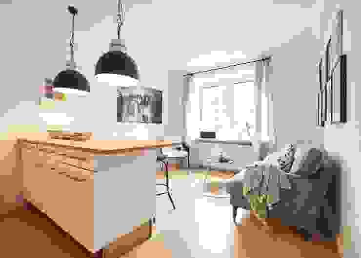 Möbliertes Appartement - Wohnbereich NACHHER Industriale Wohnzimmer von Tschangizian Home Staging & Redesign Industrial