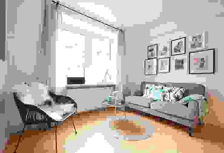 Möbliertes Appartement - Sitzecke Moderne Wohnzimmer von Tschangizian Home Staging & Redesign Modern
