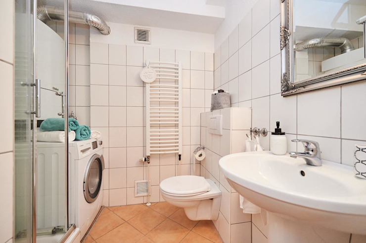 Möbliertes Appartement - Badezimmer Moderne Badezimmer von Tschangizian Home Staging & Redesign Modern