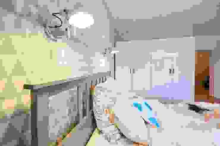 Möbliertes Appartement - Erholung und Regeneration Moderne Schlafzimmer von Tschangizian Home Staging & Redesign Modern