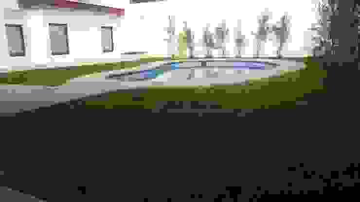 DISEÑO VIVIENDA MAC 220 Piscinas de estilo moderno de Territorio Arquitectura y Construccion - La Serena Moderno