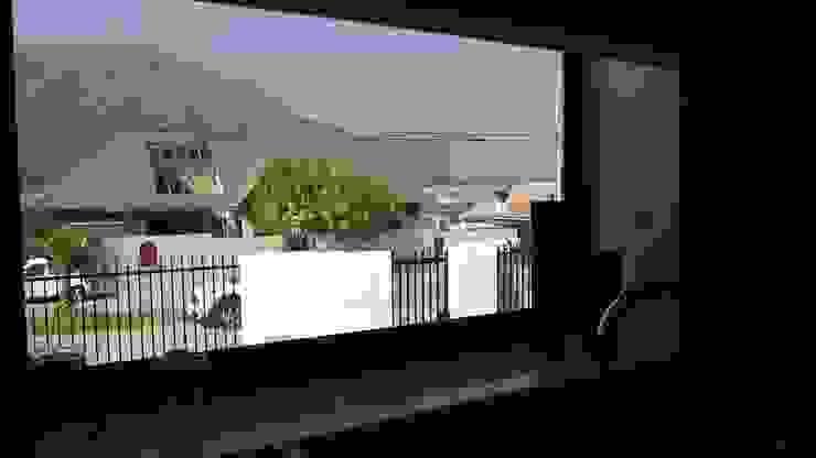 Puertas y ventanas modernas de Territorio Arquitectura y Construccion - La Serena Moderno