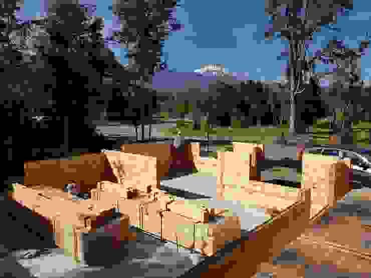 Construcción de Casa de madera en Pucón, Chile. de Patagonia Log Homes - Arquitectos - Neuquén Escandinavo Madera Acabado en madera