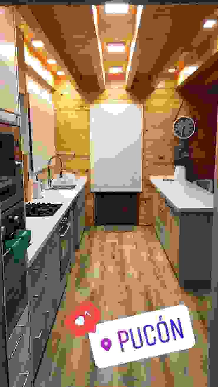 Patagonia Log Homes - Arquitectos - Neuquén Cozinhas embutidas Madeira Efeito de madeira