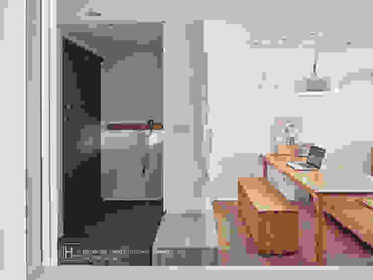 Corridor & hallway by SECONDstudio