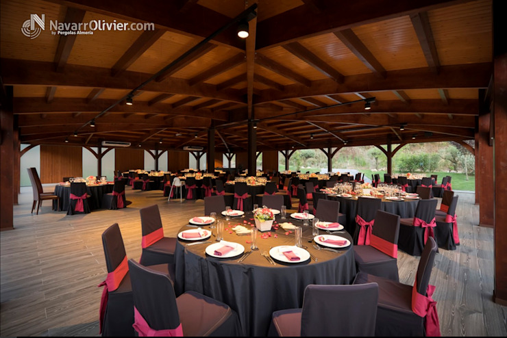 Estructura y cubierta para salón de celebraciones Gastronomía de estilo moderno de NavarrOlivier Moderno Madera Acabado en madera