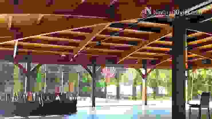Cubierta en madera laminada curva Salones de eventos de estilo moderno de NavarrOlivier Moderno Madera Acabado en madera