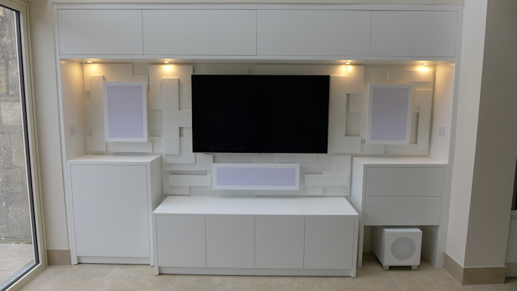 Home cinema with feature wall Style Within Sala multimediaMuebles Tablero DM Blanco
