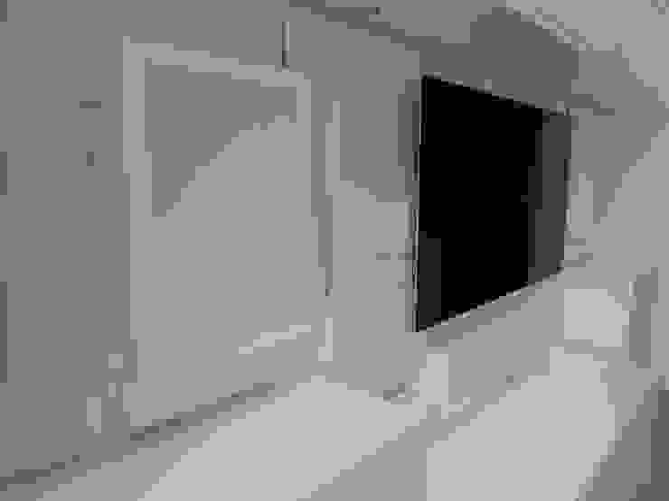 Bespoke TV, Hi Fi, AV, Home Entertainment and Media Units Style Within Sala multimediaAlmacenamiento Tablero DM Blanco