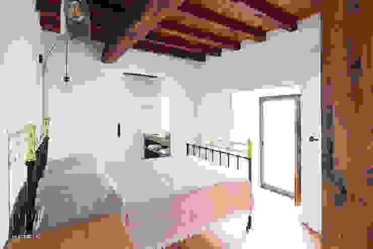 Dormitorio reformado Dormitorios de estilo rústico de METRIA Rústico Madera Acabado en madera