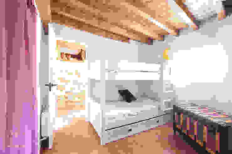 Dormitorio infantil Dormitorios infantiles de estilo rústico de METRIA Rústico Piedra