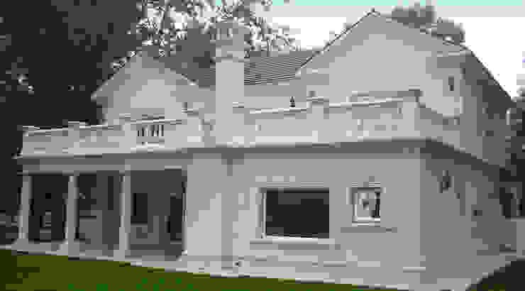 モダンな 家 の ARQCONS Arquitectura & Construcción モダン