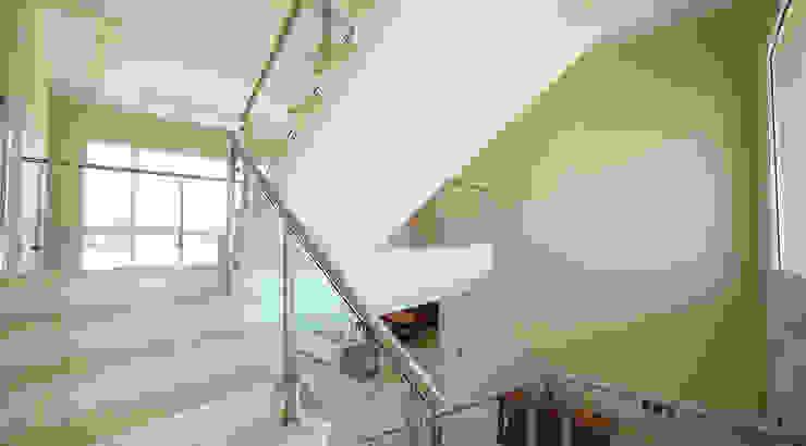 Oleh ARQCONS Arquitectura & Construcción Modern