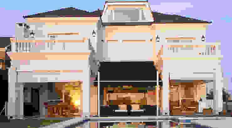 ARQCONS Arquitectura & Construcción Casas de estilo clásico