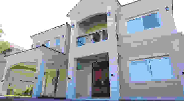 Casa Ayres Plaza Casas modernas: Ideas, imágenes y decoración de ARQCONS Arquitectura & Construcción Moderno