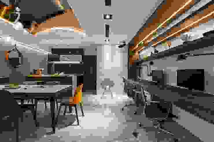 Рабочий кабинет в стиле модерн от 京彩室內設計裝修工程公司 Модерн